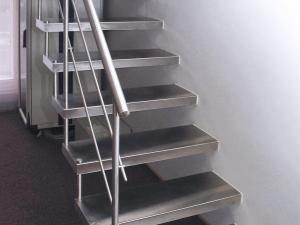 Изготовление лестниц из нержавеющей стали